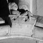 Clé de formeret n°24 Chœur voûte nord Personnage sortant d'un tombeau